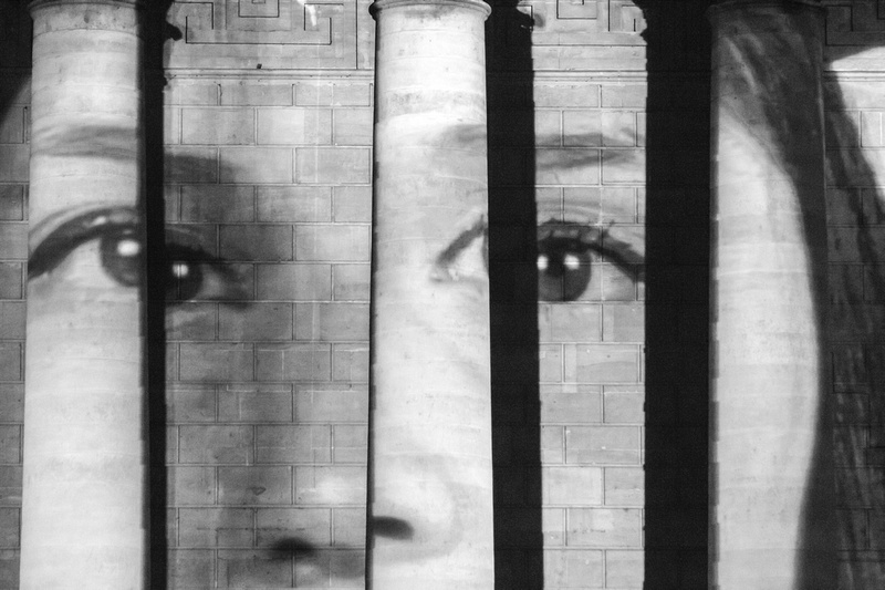 """""""The standing March"""" au Panthéon"""
