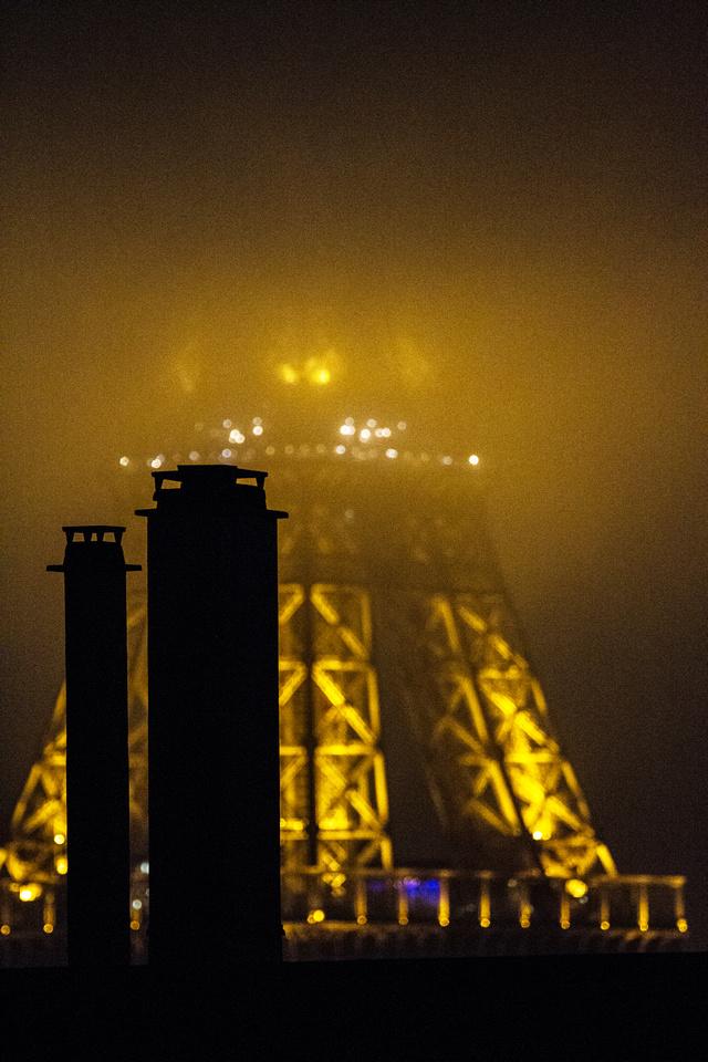 Nuage de pollution sur la tour Eiffel